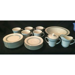 Pickard China 22 Pc Service Set in Candlelight